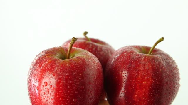 vídeos y material grabado en eventos de stock de three apples rotating - vitamina c