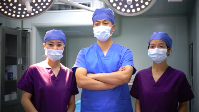 4k: three asian surgeons with face mask in the operating room,shanghai,china - female nurse stock videos and b-roll footage