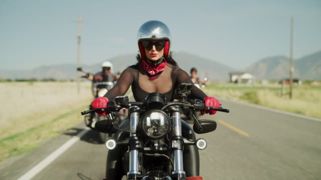 stockvideo's en b-roll-footage met three beautiful women riding motorcycles on remote road / payson, utah, united states - valhelm