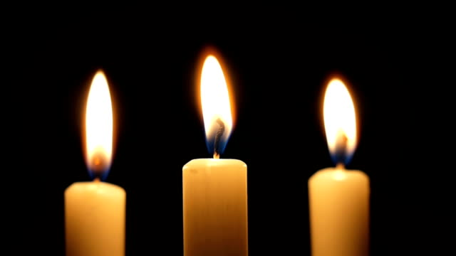 stockvideo's en b-roll-footage met three burning candles - kerk