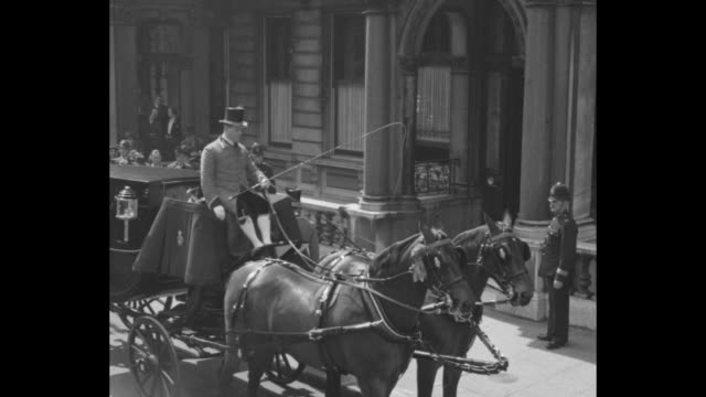 three carriages with drivers dressed in livery parked at american embassy in london / robert bingham, dressed in morning coat, exits embassy / vs... - 外交点の映像素材/bロール
