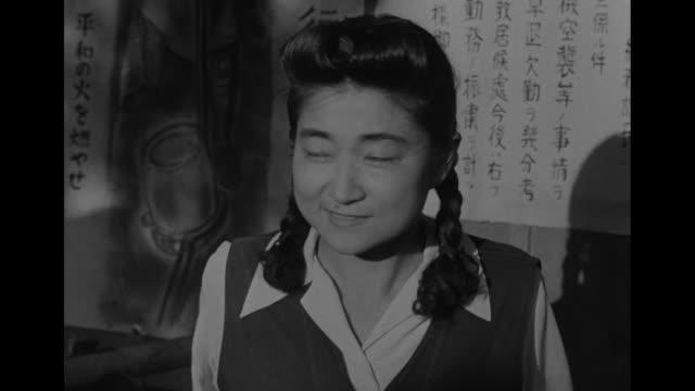 vídeos y material grabado en eventos de stock de three close ups of tokyo rose talking to journalist / note: exact day not known - iva