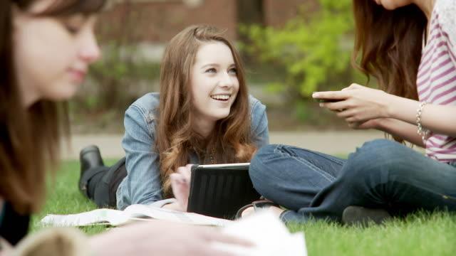 stockvideo's en b-roll-footage met three college students - campus