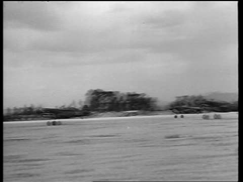 stockvideo's en b-roll-footage met pan three curtiss p40b warhawks taking off from airfield / flying tigers / newsreel - kleine groep dingen