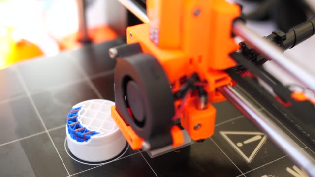three dimensional 3d printing machine in action - moulding a shape stock videos & royalty-free footage
