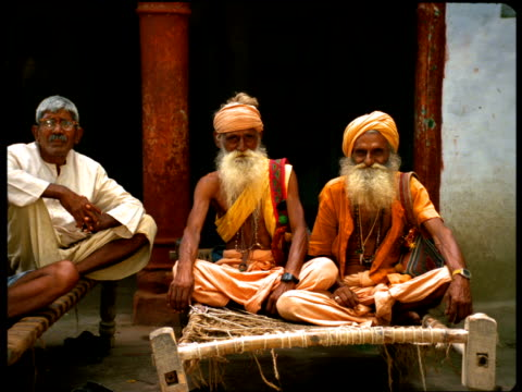 vídeos de stock e filmes b-roll de three elderly indian men sit cross-legged. - cross legged
