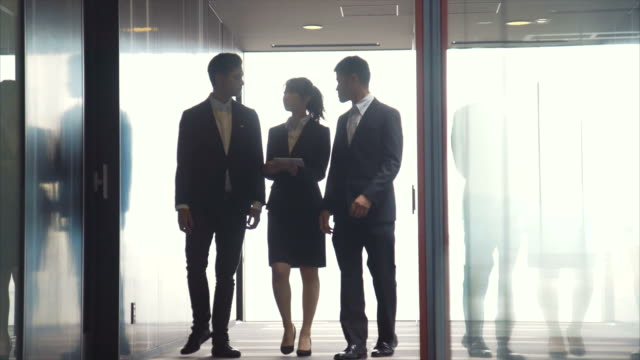 three entrepreneurs briefing - asian colleague stock videos & royalty-free footage