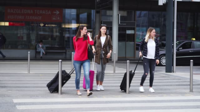 three female friends travelling together - arrival stock videos & royalty-free footage