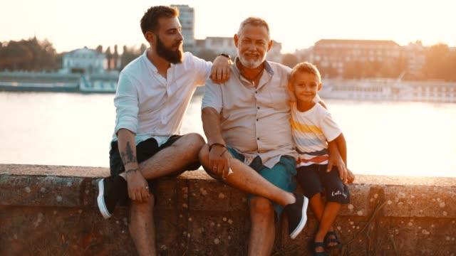 vídeos de stock e filmes b-roll de three generations of men - 60 64 anos