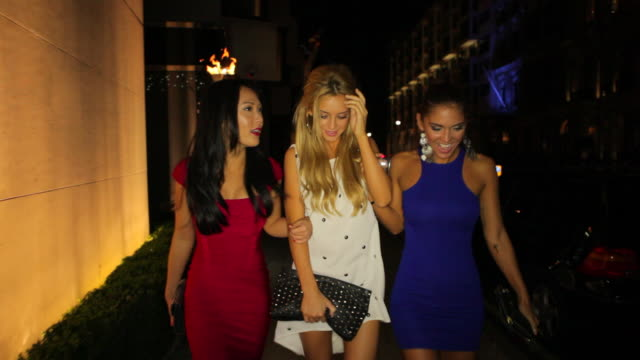 ws ts three girls walk arm in arm along pavement.mayfair - nightlife stock videos & royalty-free footage