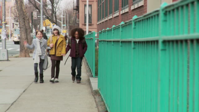 three girls walking together - grundschüler stock-videos und b-roll-filmmaterial