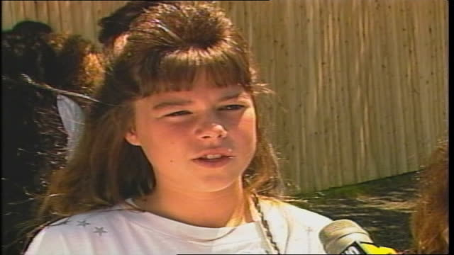 three girls with big 80's hair talk about new kids on the block in westbury ny - pop music stock-videos und b-roll-filmmaterial