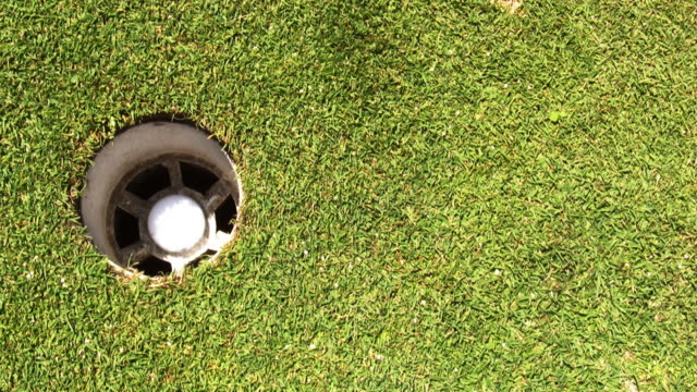 drei golf putts - golfplatz green stock-videos und b-roll-filmmaterial