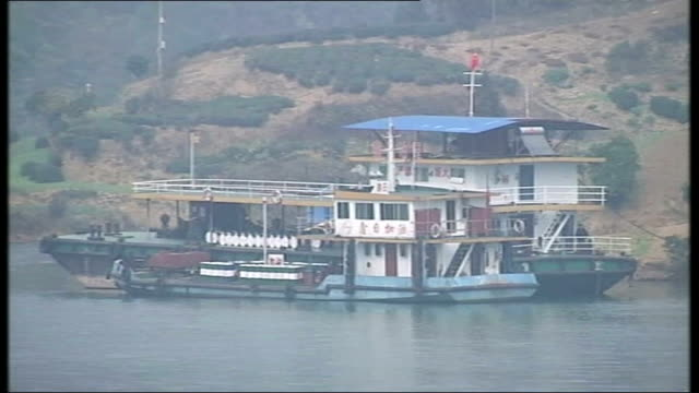 concern expressed about landslides fastflowing water from yangtze river view from boat travelling through reservoir created by dam water level marker... - stausee stock-videos und b-roll-filmmaterial