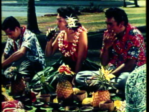 1953 ms ws three hawaiian girls dance the hula on beach family sits enjoys hawaiian feast / hawaii, usa / audio - hawaiianische kultur stock-videos und b-roll-filmmaterial