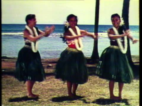 1953 WS Three Hawaiian girls dancing hula on beach / Hawaii, USA / AUDIO