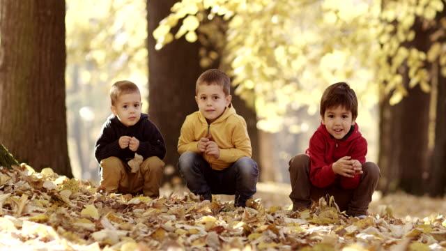 Drei Kinder im park