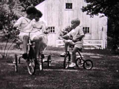 vidéos et rushes de 1936 three kids on tricycles - brother