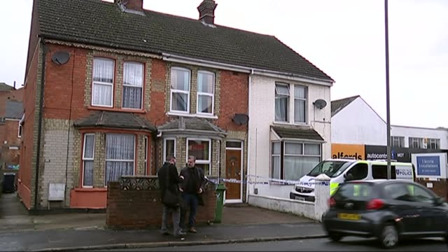 three men on trial for planning to carry out beheadings t09111417 / tx high wycombe police van and police tape cordon outside house number '86' above... - バッキンガムシャー点の映像素材/bロール