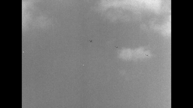 three military airplanes flying overhead / shot of lincoln memorial and bridge across potomac river leading to it / two wide shots of skyline of... - potomac river stock-videos und b-roll-filmmaterial