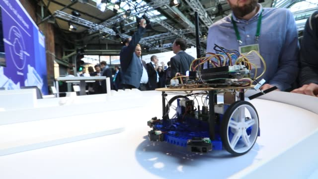 vídeos y material grabado en eventos de stock de three model autonomous vehicles drive on a tabletop track on the robert bosch gmbh exhibition stand at the bosch internet of things conference in... - model t
