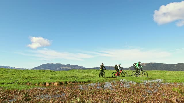 three mountain bikers riding in a row past a lake - named wilderness area stock videos & royalty-free footage