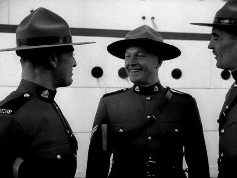 three mounties who accompanied princess elizabeth back from her tour of canada chat to one another at liverpool docks - ロイヤルツアー点の映像素材/bロール
