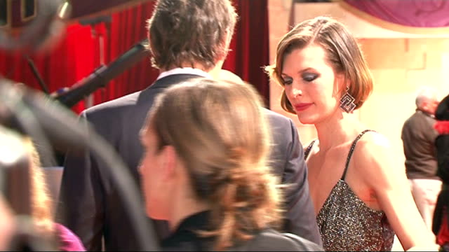 vídeos de stock, filmes e b-roll de 'three musketeers' film premiere red carpet arrivals and interviews general views milla jovovich / general views orlando bloom / gvs jovovich / gvs... - milla jovovich