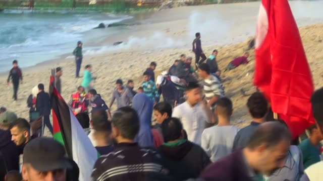 three palestinian demonstrators were injured on monday by israeli army gunfire while taking part in anti-occupation rallies along the gaza strip's... - 2018 gaza border protests stock videos & royalty-free footage