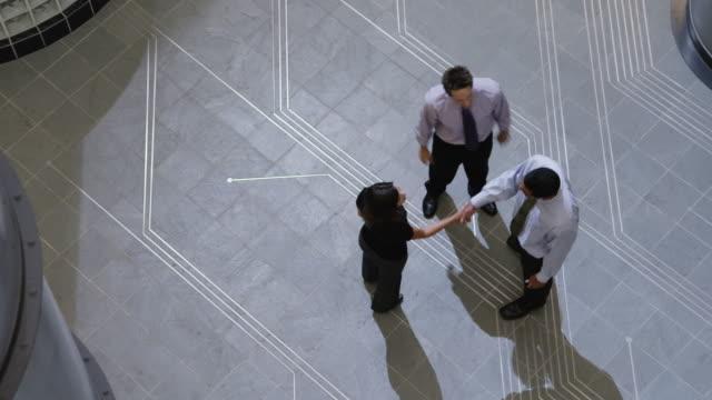 vídeos de stock, filmes e b-roll de ws pan three people meeting in office hallway / orem, utah, usa - orem utah