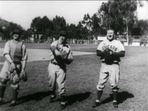 vídeos y material grabado en eventos de stock de b/w 1938 three professional baseball players catching throwing balls in practice / california - uniforme de béisbol