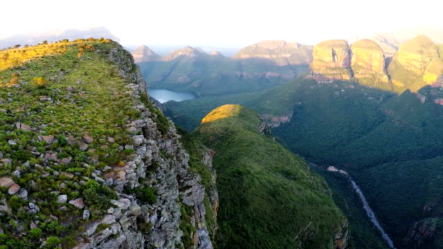 drei rondavels, blyde river canyon, mpumalanga, südafrika - canyon stock-videos und b-roll-filmmaterial