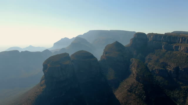 three rondavels/blyde river canyon aerial view, south africa - drakensberg mountain range stock videos & royalty-free footage
