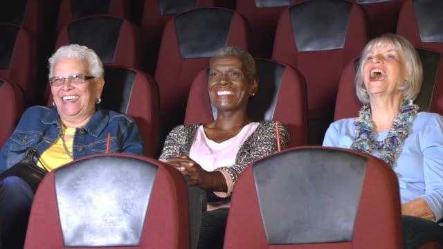 stockvideo's en b-roll-footage met drie senior vrouwen bij het bekijken van een film van de films - 70 79 jaar