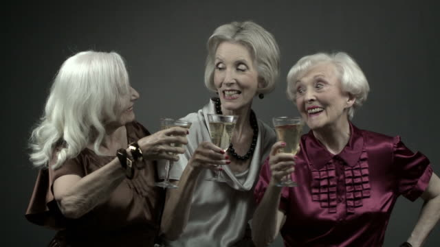 vidéos et rushes de three senior women toasting with glasses of champagne - millionnaire