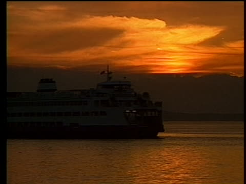 vidéos et rushes de three shots from 1989 of boats sailing on the puget sound near seattle, washington. - océan pacifique nord