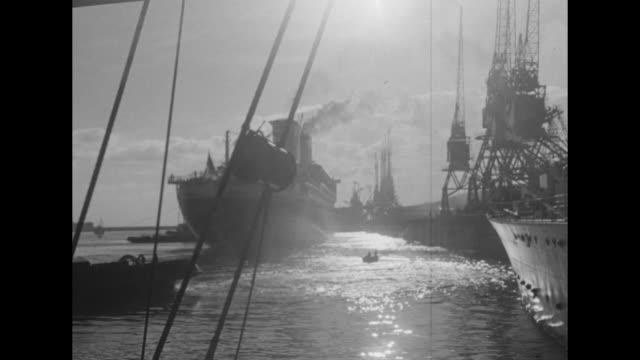 three shots from moving boat of ss united states sailing past other ships anchored in harbor / three shots from moving boat of united states sailing... - atlantik stock-videos und b-roll-filmmaterial