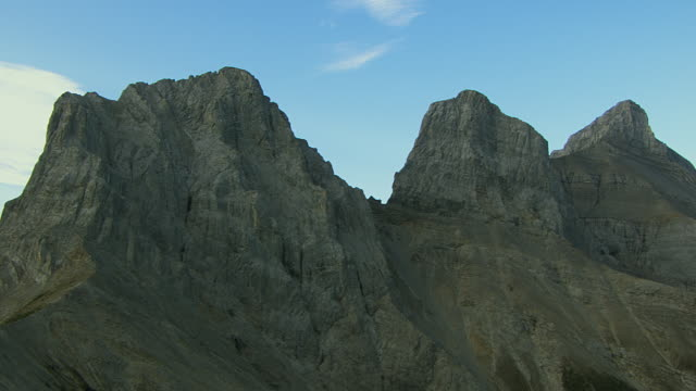 three sisters mountain peaks in alberta - 30 seconds or greater stock videos & royalty-free footage