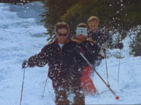 vídeos de stock e filmes b-roll de three skiers - bastão de esqui