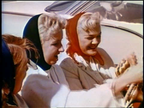 1958 three teen girls/young women with scarves on heads eating burgers in convertible at drive-in - 1950 stock-videos und b-roll-filmmaterial