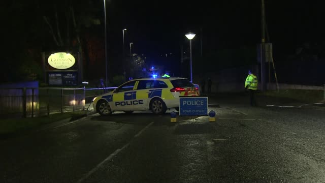 stockvideo's en b-roll-footage met three teenagers killed in crush at nightclub in northern ireland; northern ireland: county tyrone: cookstown: ext / night police officers along... - bord weg afgesloten
