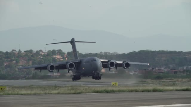 three us air force c17 globemaster iii's deliver humanitarian aid from homestead air reserve base fl to cucuta colombia february 16 2019 the mission... - united states airforce 個影片檔及 b 捲影像