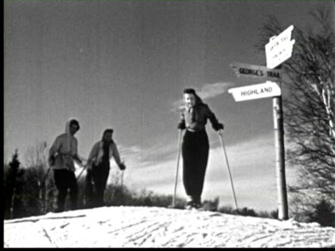 vídeos de stock, filmes e b-roll de b/w three women coming on top of highland for ice skating in winter, ottawa, canada / audio - filme de arquivo