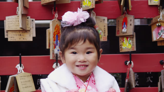 ms three year old girl in kimono / tokyo, tokyo-to, japan - 2 3 jahre stock-videos und b-roll-filmmaterial
