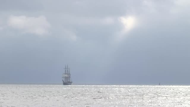three-masted tall ship which starred in tv's poldark has sailed into port for a seafaring festival. the 154.9ft-long vessel kaskelot, which is one of... - sailing ship stock videos & royalty-free footage