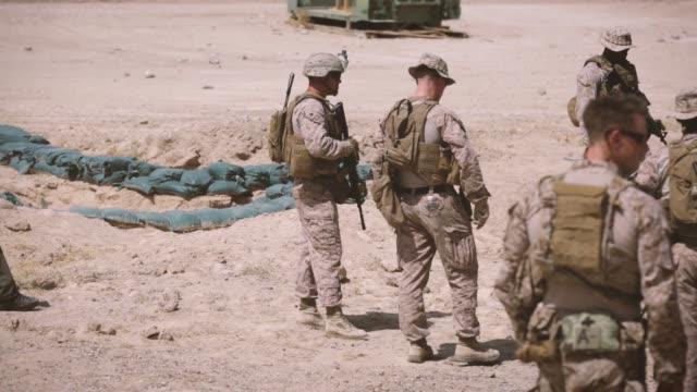 vídeos de stock e filmes b-roll de through the combat art program active duty marines reservists and civilian artists sketch us marines and sailors at al taqaddam air base iraq 6 june... - corpo de fuzileiros da marinha americana