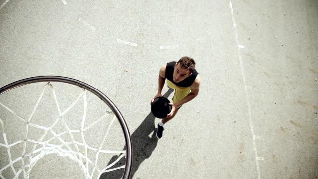 - super zeitlupe, hd: werfen der basketball - spielball stock-videos und b-roll-filmmaterial