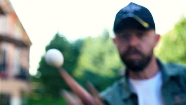 throwing egg - werfen stock-videos und b-roll-filmmaterial