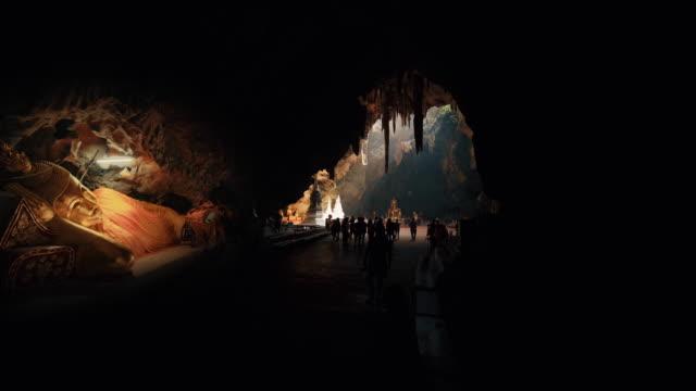 Thum Khao Luang cueva está en el distrito de Muang en Phetchaburi