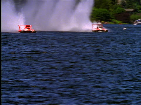 2 thunderboats racing on lake - schnellboot stock-videos und b-roll-filmmaterial